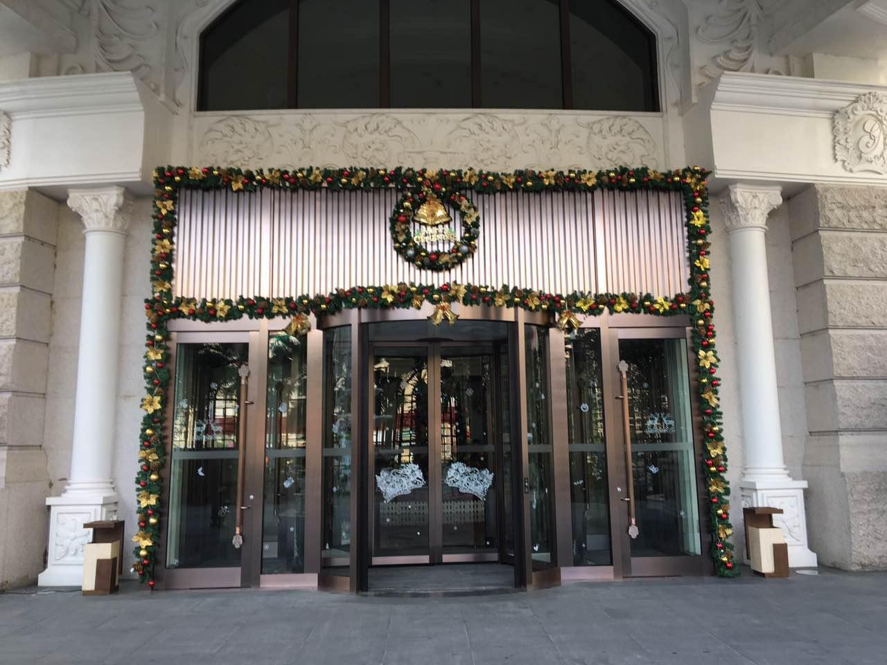 饭店两翼旋转门